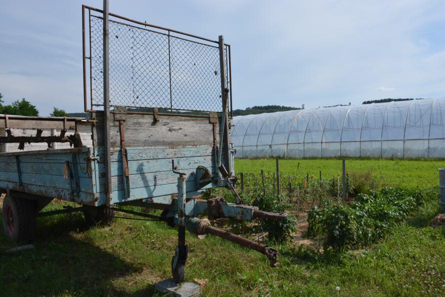 utánfutó és fóliasátor a kisberényi biogazdaságban